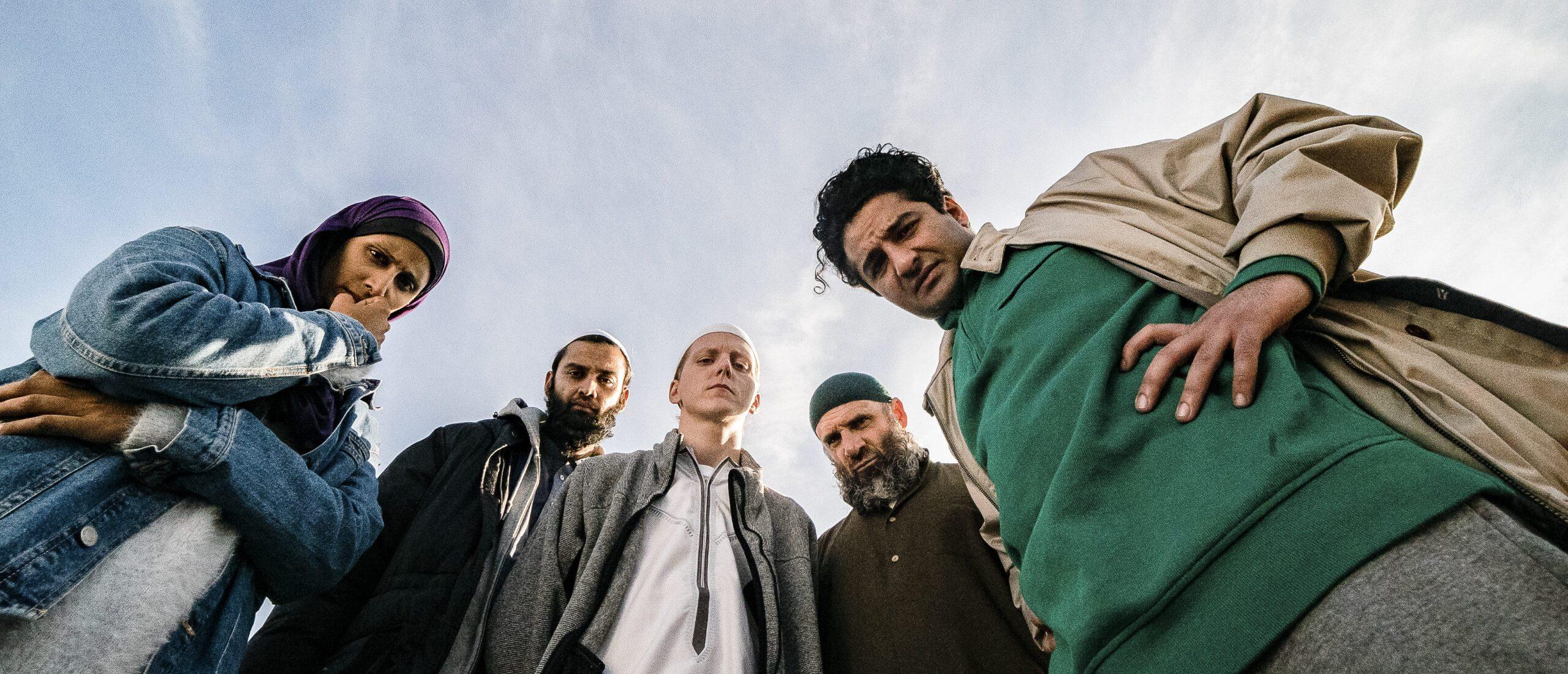 Hina Zaidi, Ayaz Hussain, Jonas Strand Gravli, Arben Bala og Nader Khademi. Foto: Dag Jensen/Rubicon/NRK
