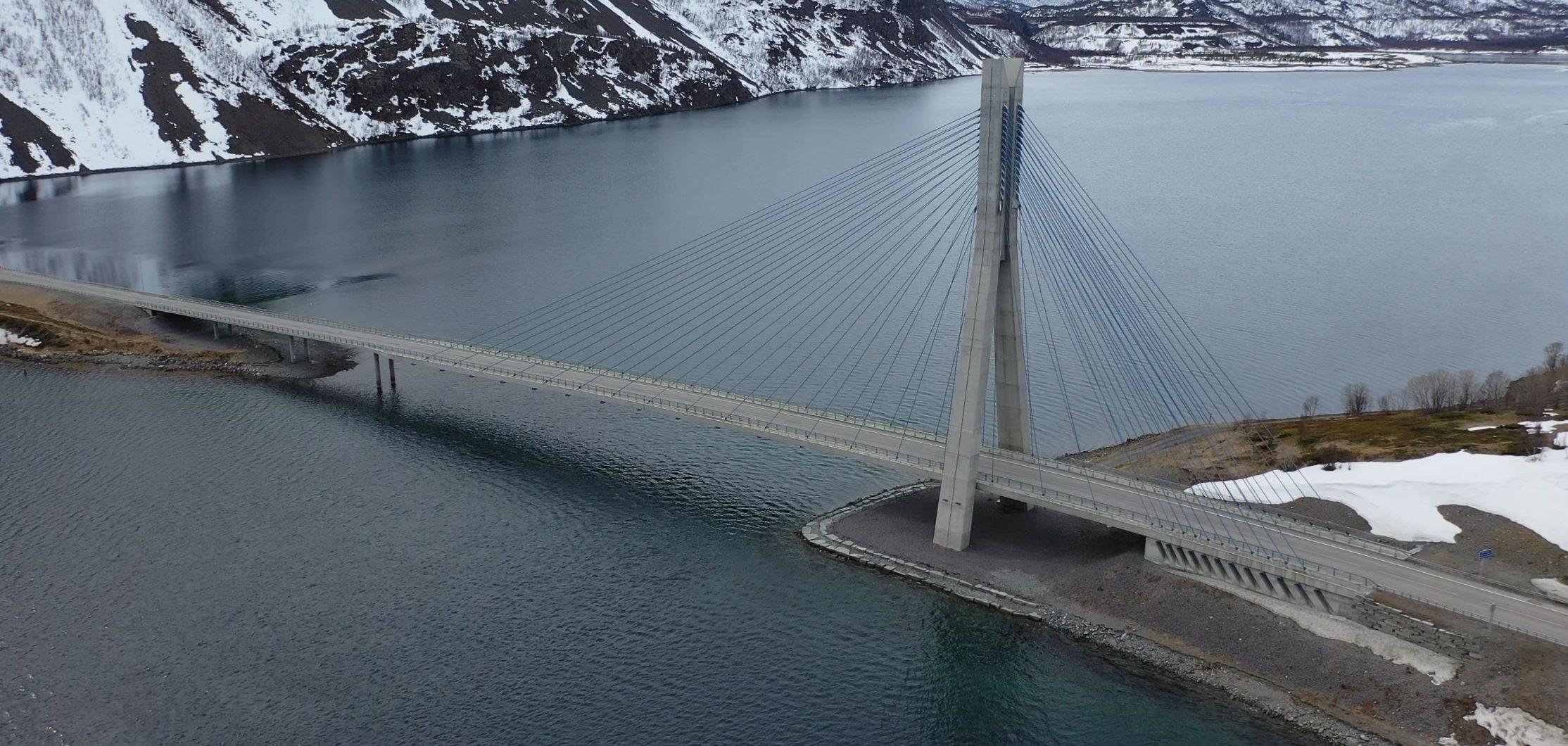 Kåfjordbrua på E6 i Alta kommune. Foto: Frode Lyng Hansen, Statens vegvesen.